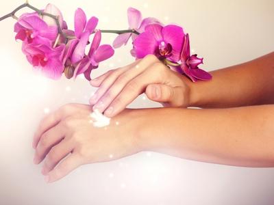 Шелушение между пальцами рук