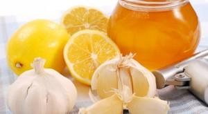 Фрукты, а также соки из них, прекрасно помогают избавиться от лишнего холестерина.